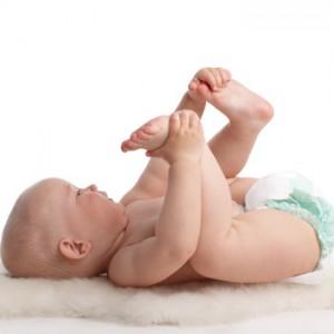 ребенок без пеленок и стесненного движения
